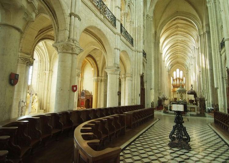 Conférence Apprendre à Regarder Pour Mieux Voir : La Cathédrale De Noyon Comme Lieu De Performance