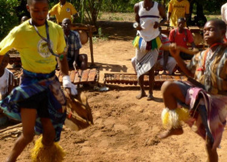 D'Ouest En Est / Danses Rituelles - Le Zaouli De Manfla (Côte D'Ivoire) - Ensemble Chopi Timbila Orquestra (Mozambique) à Paris 19ème