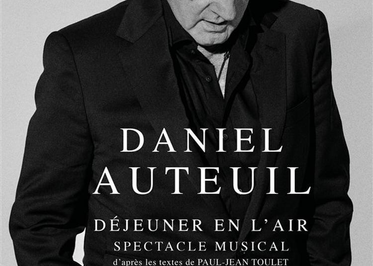 Daniel Auteuil Dans Déjeuner En L'Air à Paris 18ème