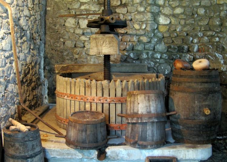 Dans Le Village De Vignerons à Saint Nazaire les Eymes