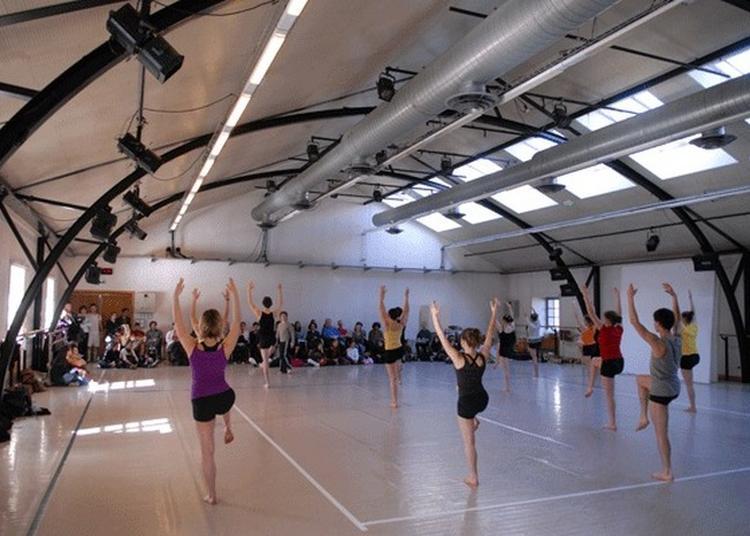 Déambulation Dansée Et Vidéo Dans Les Studios Du Département Danse Et Les Escaliers Du Grenier D'abondance à Lyon