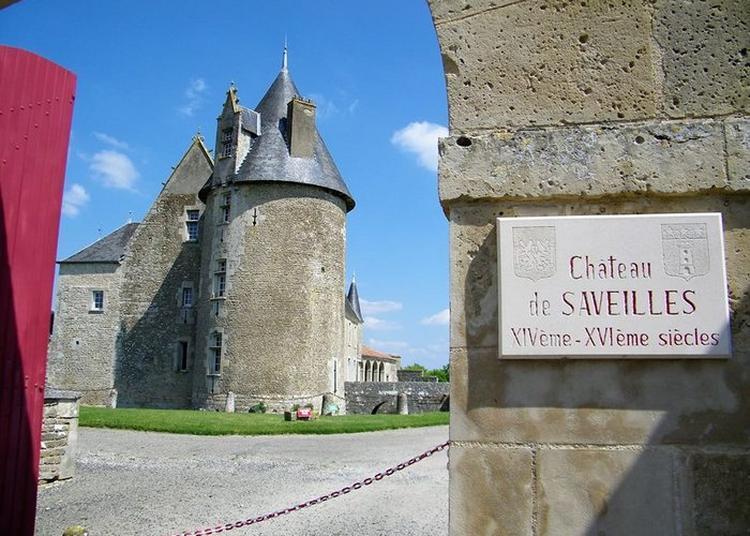 Découverte Commentée De La Chapelle Et Des Extérieurs Du Château à Embourie