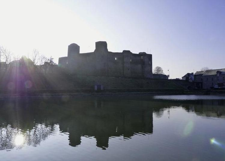 Découverte Commentée Du Château Médiéval De Pouancé Installé Sur Les Marches De Bretagne. à Pouance