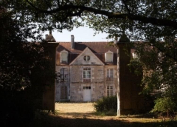 Découverte D'un Château Typique De La Fin Du XVIIIe Siècle à Saint Coutant