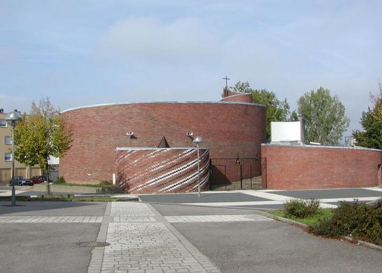 Découverte D'une Église Contemporaine De Forme Arrondie à Forbach