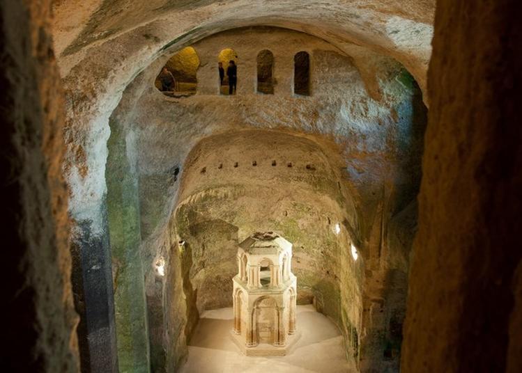 Découverte D'une église Souterraine « Monolithe » Du Moyen Âge à Aubeterre sur Dronne