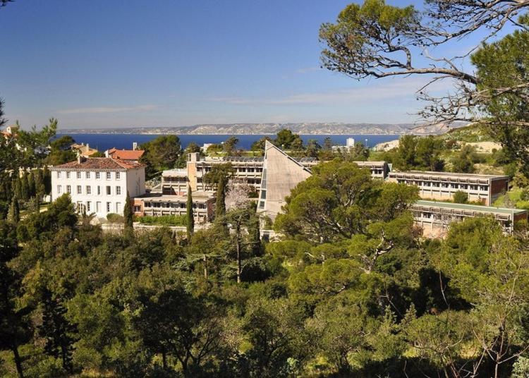Découverte De L'architecture Du Centre Notre Dame Du Roucas Et De Son Parc à Marseille