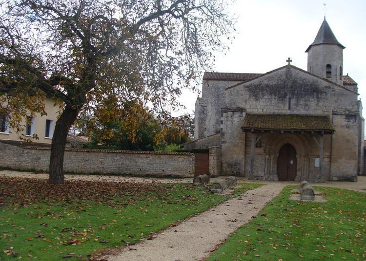 Découverte De L'église Saint-pierre-es-lien à Perigne