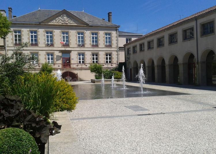 Découverte De L'hôtel De Ville à Bressuire
