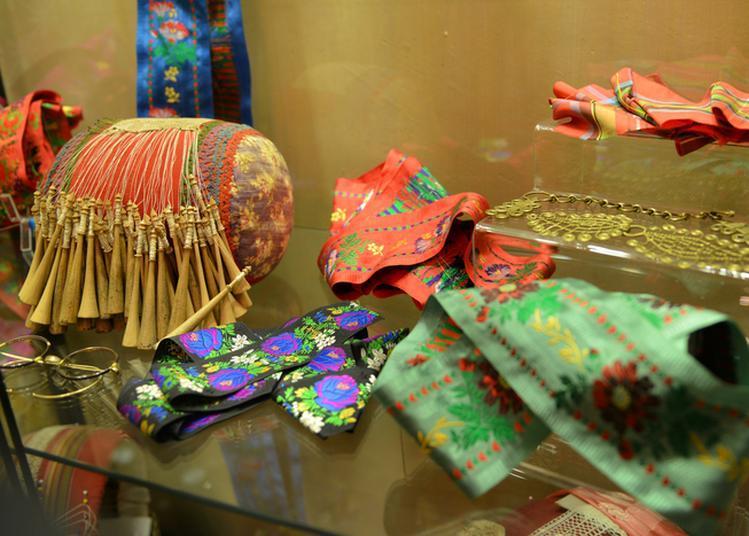 Découverte Des Costumes Traditionnels De La Vallée De La Maurienne, De L'histoire De La Savoie Des Origines à 1860. à Saint Jean de Maurienne