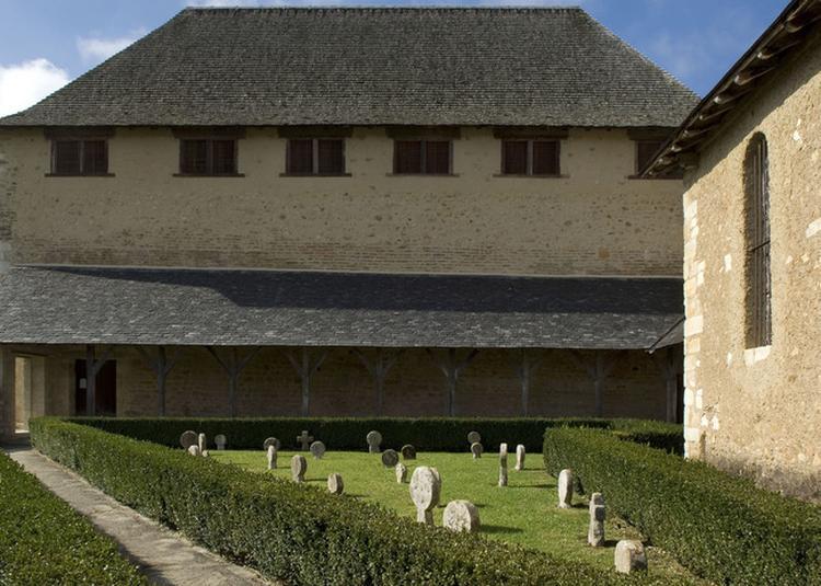 Découverte Guidée Et Atelier Pédagogique Sur Les Stèles Discoïdales à Lacommande