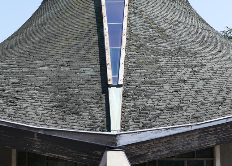 Découvrez L'architecture Et La Lumière Chaleureuse De La Chapelle à Vandoeuvre les Nancy