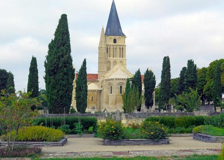 Découvrez L'un Des Plus Beaux Exemples D'architecture Romane De La Région ! à Aulnay