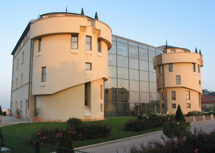 Découvrez Le Château à Saint Priest