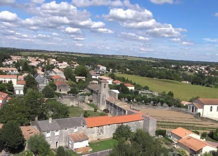 Découvrez Le Village De Breloux à La Creche
