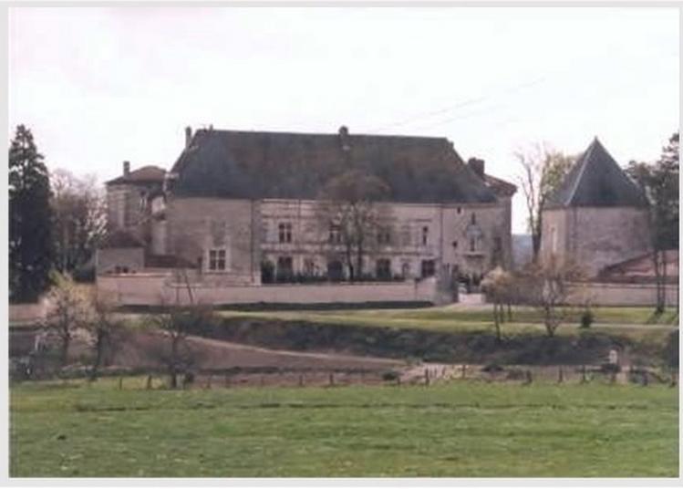 Découvrez Librement Ou Avec Un Guide Conférencier Le Château De Montbras