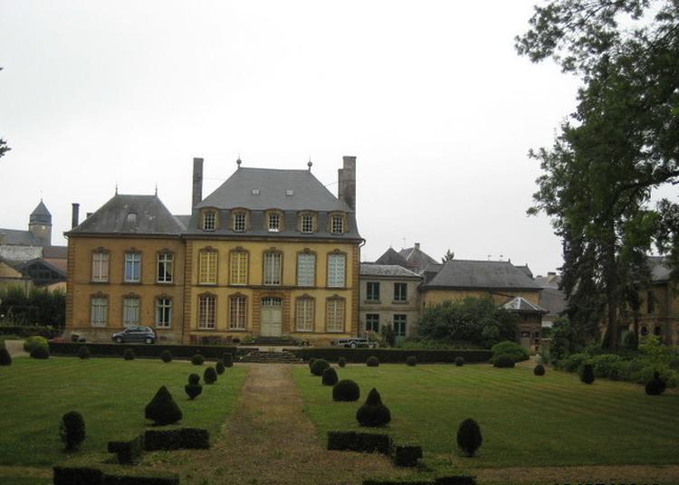Découvrez Un Château Du Xviiie Siècle Témoin De L'architecture Manufacturière à Remilly Aillicourt