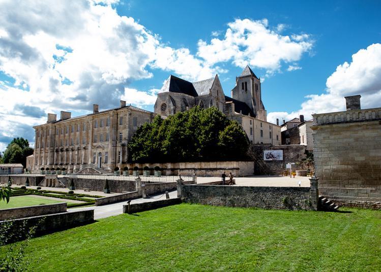 Découvrez Une Abbatiale Chargée D'histoire Et Admirez La Magnificence De Ses Jardins à La Française ! à Celles sur Belle