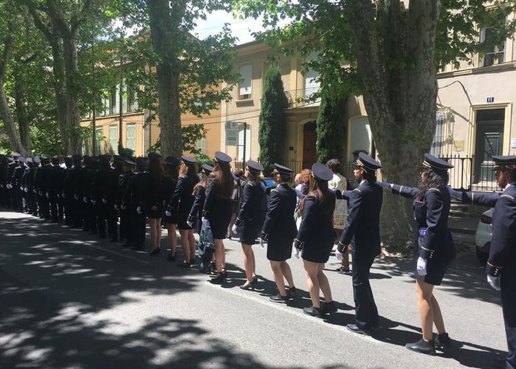 Défilé Traditionnel Des élèves à Aix en Provence