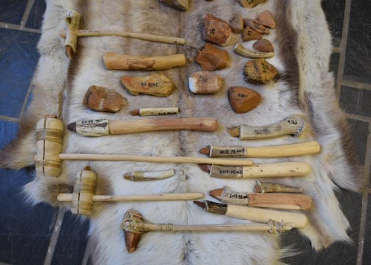 Démonstration D'expérimentation En Archéologie à Carnac