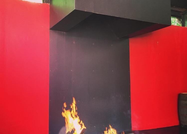 Démonstration De Brûlage De Fûts à La Distillerie J.M à Macouba