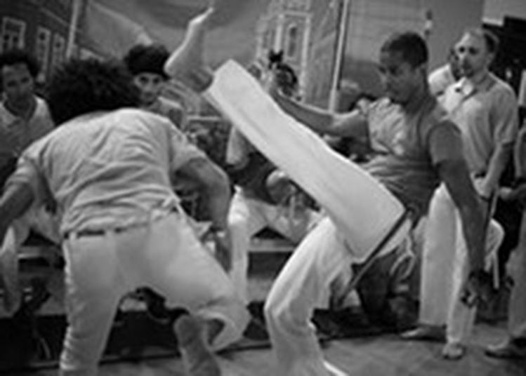 Démonstration De Capoeira Par L'association Cordão De Ouro Ile-de-france. à Paris 8ème