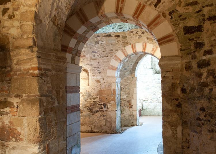Démonstration De Taille De Pierres Sur Le Site De L'abbatiale - Déas à Saint Philbert de Grand Lieu