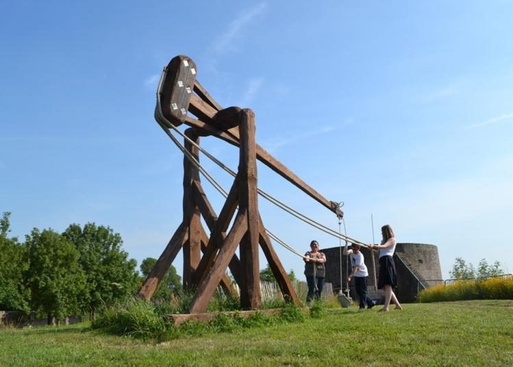 Démonstration De Tir De Bricole, Machine De Guerre Médiévale à Montreuil