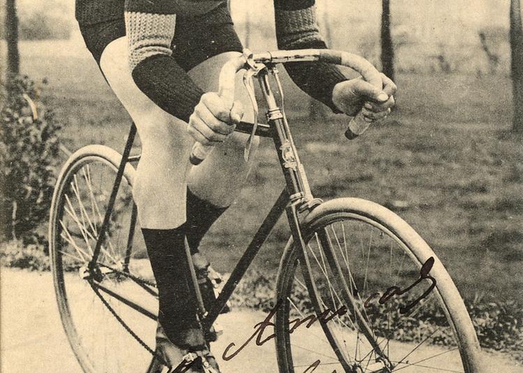 Des Cyclistes Emportés Par La Grande Guerre à Bois Colombes