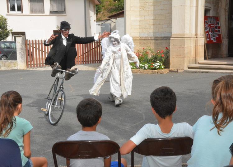 Duo Clown & Vélo Acrobatique Le Facteur Du Patrimoine à Parcieux