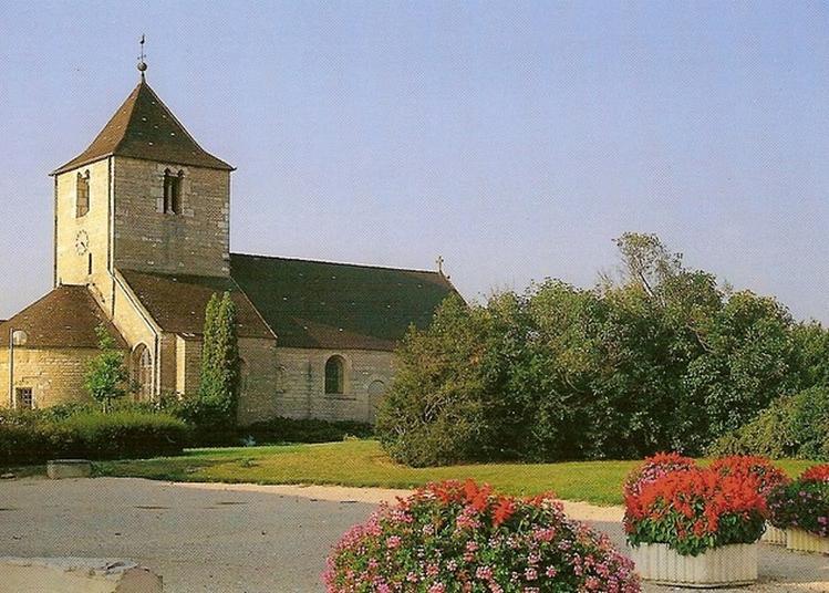 Église De La Sainte-trinité à Chevigny saint Sauveur