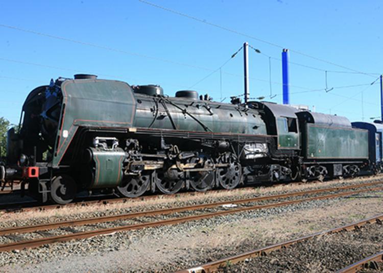 En Gare Du Mans, Venez Visiter La Mythique Machine à Vapeur R1199 à Le Mans