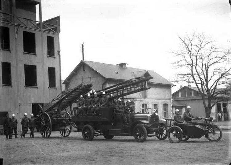 Exposition à L'occasion Du Tricentenaire Des Sapeurs Pompiers De Nantes