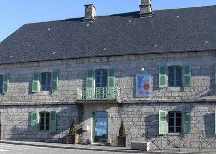 Exposition D'art Contemporain Sur Le Thème De La Fresque à Egletons