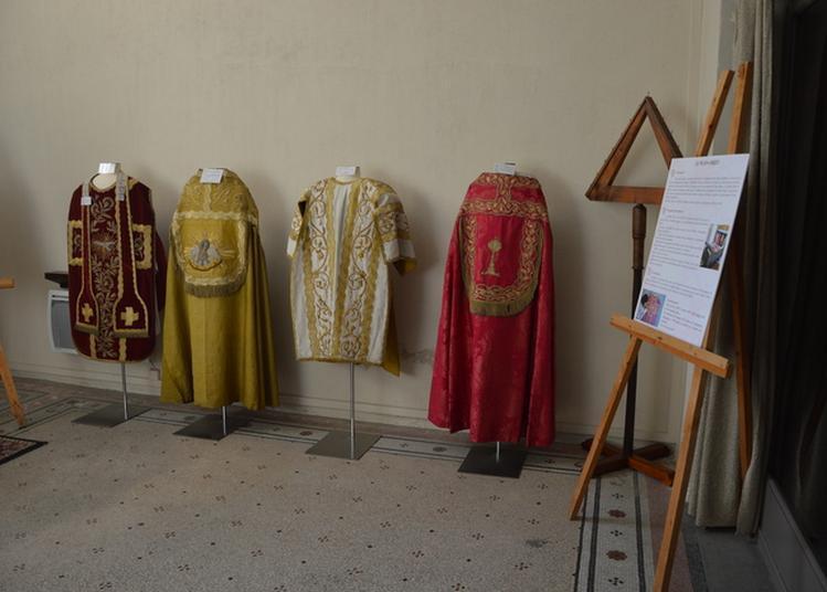 Exposition D'objets Trouvés Sur Le Chantier Et D'objets Liturgiques à Cavaillon