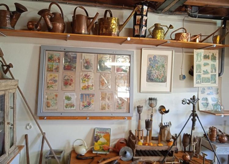 Exposition D'outils Anciens De Jardin Et Visite D'un Jardin à Juille