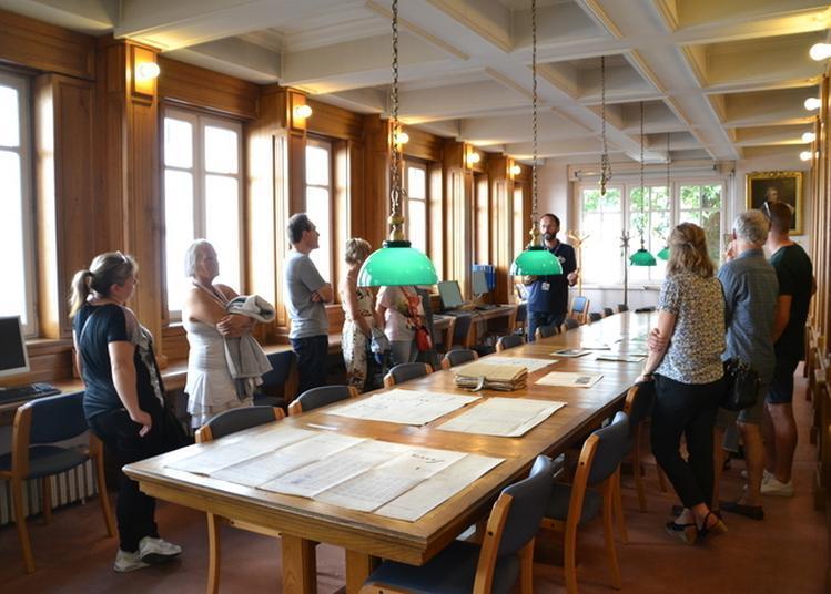 Exposition De Documents D'archives à Tarbes