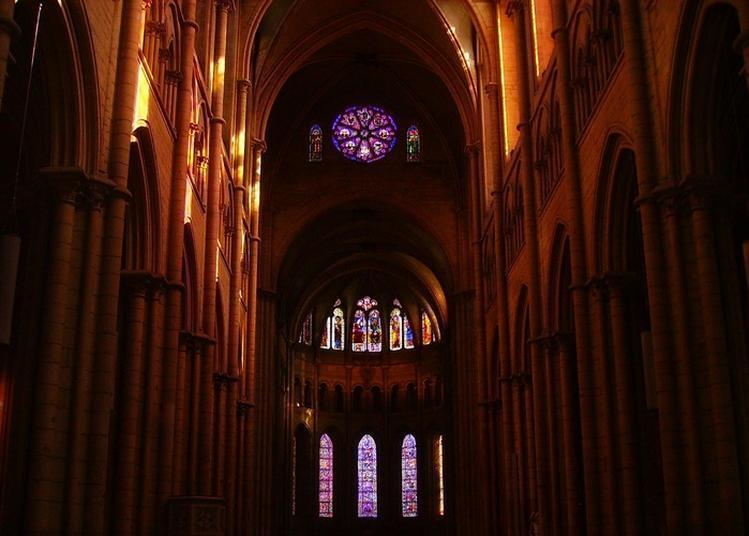 Exposition De Reliquaires Et Missels Anciens. à Lyon