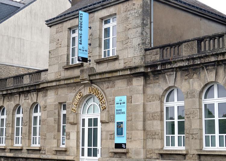 Exposition Hommage À Shirley Jaffe: Une Sélection D'oeuvres Du Frac Bretagne Établit Ses Quartiers D'été Aux Bains-douches De Pontivy