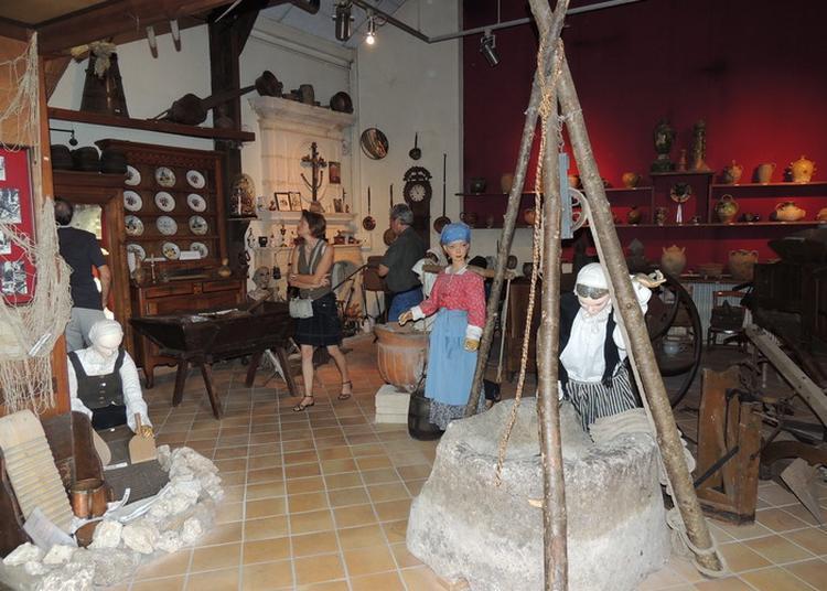 Exposition Permanente De La Maison Du Folklore à Saintes