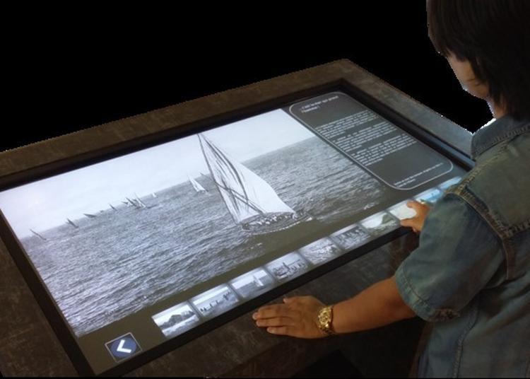 Expositions Permanentes Et Virtuelles Sur La Table Tactile Du Monument à Collioure