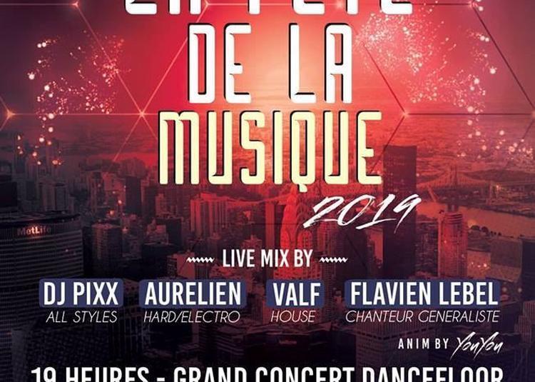 Fete de la musique - Devant le Moulin de Pierre à Troyes