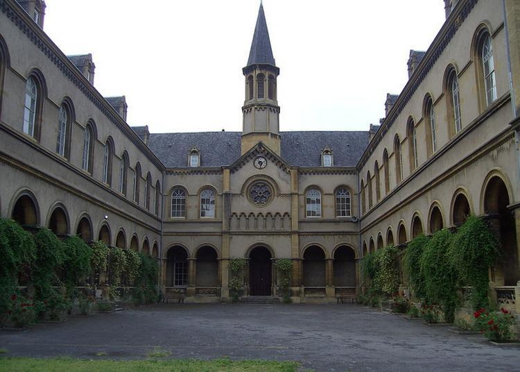 Histoire Et Architecture D'une École à Metz