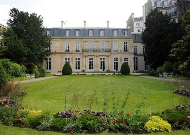 Hôtel De Besenval - Résidence De L'ambassadrice De Suisse En France. à Paris 7ème