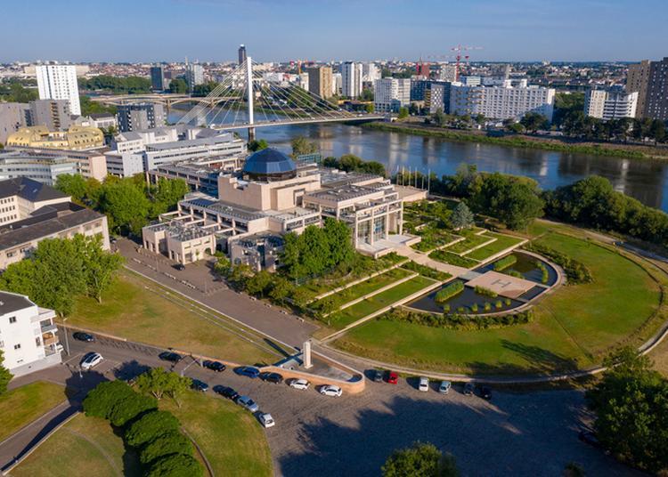 Hôtel De Région Des Pays De La Loire : Médiations En Extérieur à Nantes