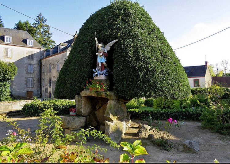 Houx Centenaire à Lourdoueix saint Michel