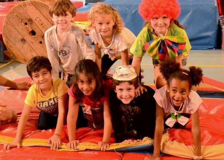 Initiation Aux Arts Du Cirque à Arc et Senans