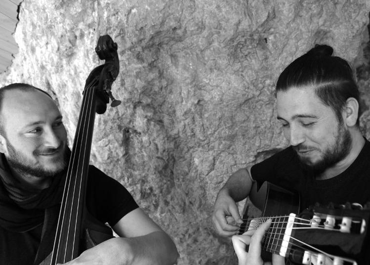 Jean-Paul IV, Classieux duo de cordes pincées à Parthenay