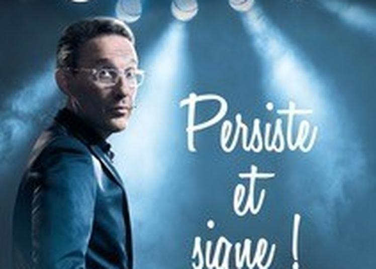 Julien Courbet Persiste Et Signe à Paris 2ème