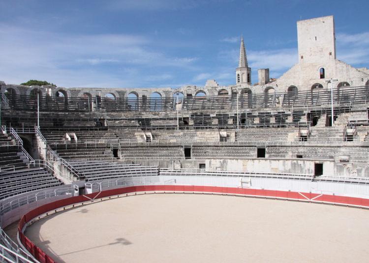 L' Amphithéâtre D'arles (les Arénes) à Arles